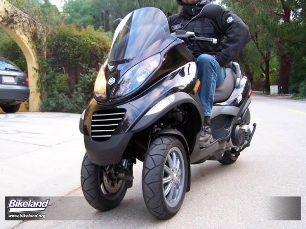 first ride 2008 piaggio mp3 400 ciao from the future. Black Bedroom Furniture Sets. Home Design Ideas